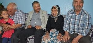 105 yaşındaki Meryem Nine, Başkan Pınarbaşı'na uzun yaşamının sırrını anlattı