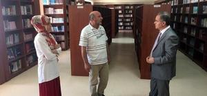 Vali Tapsız, Türkoloji Merkezi Türkçe Kütüphanesini gezdi