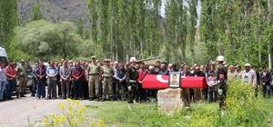 İstanbul'da ölü bulunan asker memleketi Oltu'da toprağa verildi