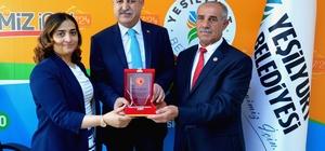 Gazi ve Şehit Aileleri Derneğinden Başkan Polat'a teşekkür plaketi