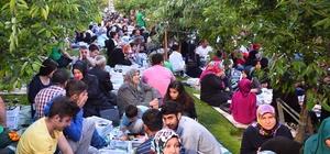 Bağcılarlı vatandaşlar kiraz bahçesinde oruçlarını açtı