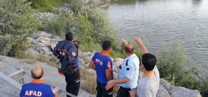 Sakarya Nehri'ne giren Suriyeli genç kayboldu