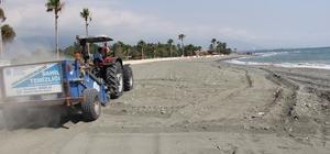 Dörtyol'da sahilde taş temizleme çalışması yapıldı