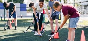 Muratpaşa'da çim hokeyi kursları başladı