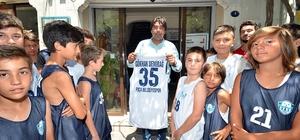 Basketbolculardan Başkan Demirağ'a Babalar Günü ziyareti