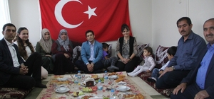 Kaymakam Öztürk şehit korucunun ailesiyle iftar açtı