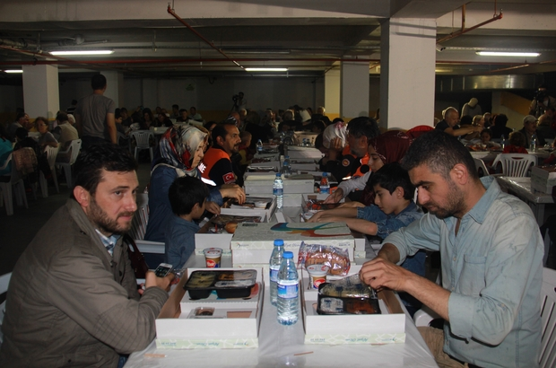 Beylikdüzü Belediyesi'nden kader mahkumlarına 10 bin koli yardım