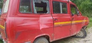 Kastamonu'da yoldan çıkan minibüs takla attı