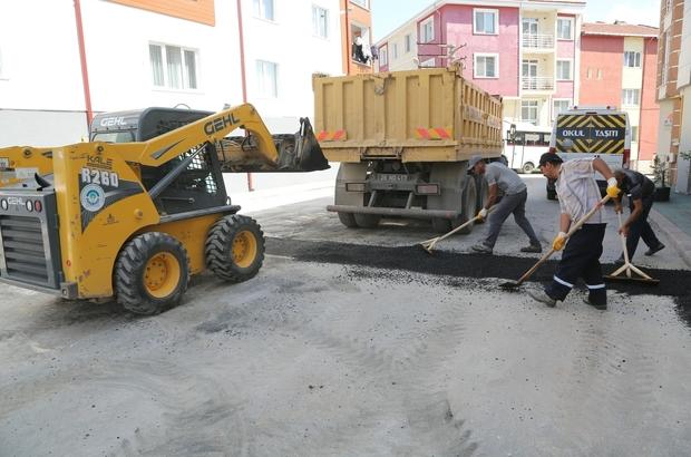 Odunpazarı Belediyesi kışın yıpranan asfaltları onarıyor