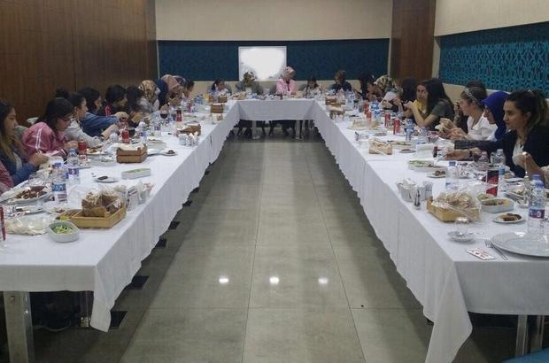 Vali Azizoğlu'nun eşi, çocuklar ile iftarda buluştu
