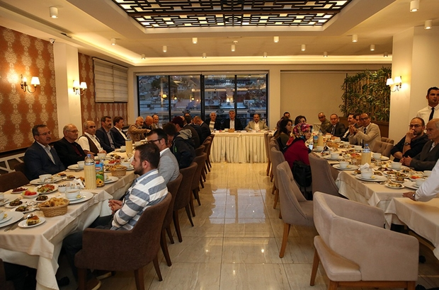 Vali Ustaoğlu, Gazeteciler Cemiyetinin iftarına katıldı