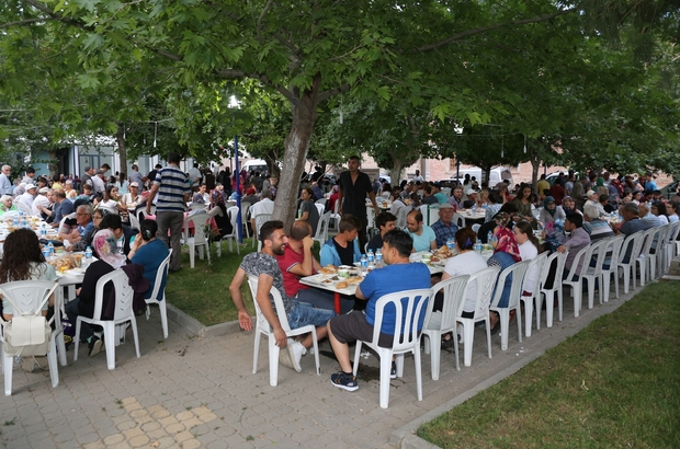 Burhaniye'de mahalle iftarları devam ediyor
