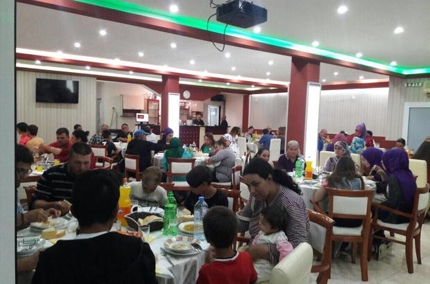 Develili öğretmenler Makedonya'da şehit öğretmen için iftar verdi