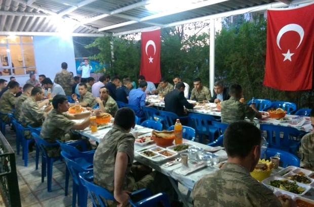 Kaymakam Kaya asker ve korucularla iftar yemeğinde bir araya geldi