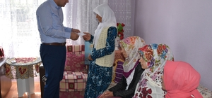 Öztürk'ten 7 çocuk annesi Sıdıka'ya ziyaret