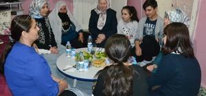 Vali Azizoğlu'nun eşi, aile ziyaretlerini sürdürüyor