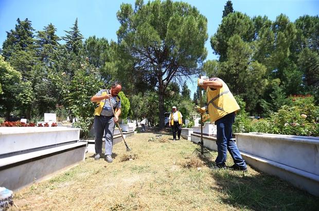 Denizli'de bayram öncesi mezarlıklar temizlendi