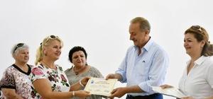 Didim Belediyesinin Kültür ve Sanat Atölyesi kursiyeleri belgelerini aldı