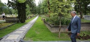 Bayram öncesi mezarlık ziyareti