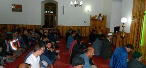 Posof'ta kandil gecesi vatandaşlar camiye akın etti