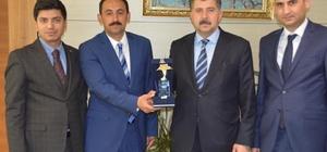 Erzincan Gençlik Merkezi ödülünü aldı