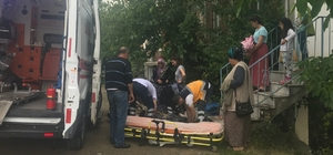 Merdivenlerden düşen kadın yaralandı