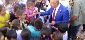 Kilis'te Bayram öncesi çocuklara oyuncak bebek dağıtıldı