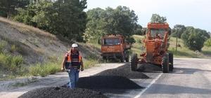 Hisarcık-Gediz karayolunda asfalt yama çalışması