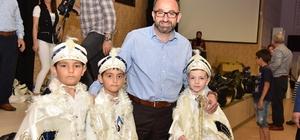 Başkan Üzülmez çocukların sünnet kıyafetlerini dağıttı