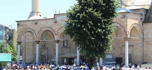 Düzce'de camiler doldu taştı