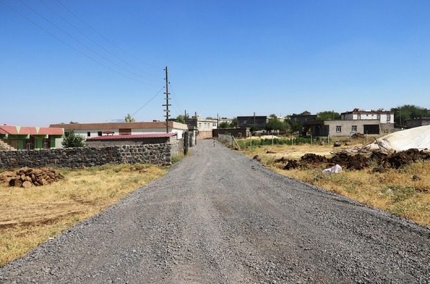 Bağlar Belediyesi bir mahallenin daha yolunu yaptı