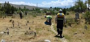 Edremit Belediyesinden mezarlık temizliği
