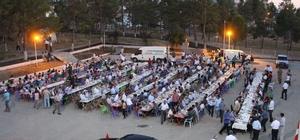 Milletvekilleri depremzedelerle iftar yaptı