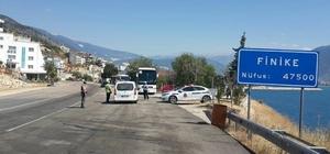 Finike polis ve jandarmadan bayram uygulaması