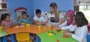 Çocuklar Pıtırcık Oyun Evi'nde hem öğreniyor hem eğleniyor