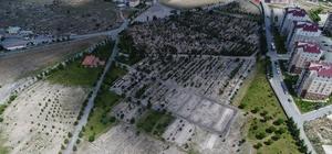 İncesu Belediyesi Bayram için mezarlık temizliği yaptı