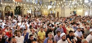 Fatih Camii'nde  bayram namazı sonrası kahvaltı ikramı