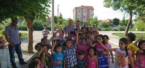 Türkmen çocukların bayramlıklarını ülkücü ağabeyleri aldı