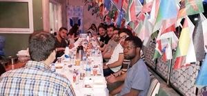 Gurbette öğrenim gören uluslararası öğrencileri yalnız bırakmadı