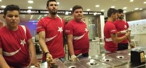 Akçay'da dondumacılar ay yıldızlı tişört giydi