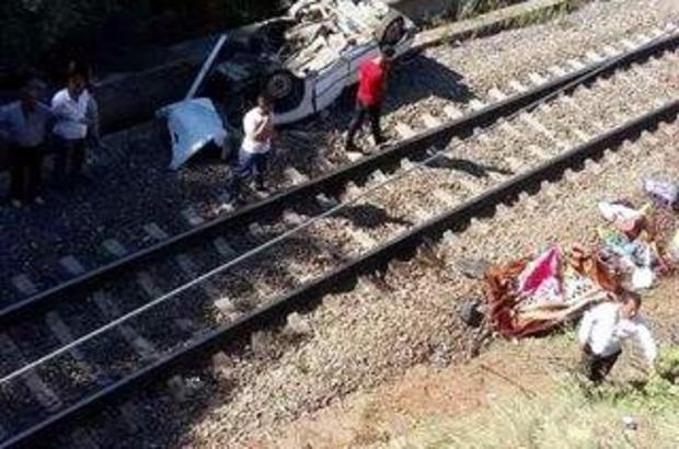 Kaza yapan otomobil köprüden tren yoluna düştü 1 ölü