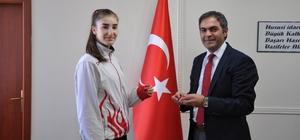 Milli sporcu Zehra Erdem başarıdan başarıya koşuyor