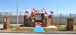 """Tatvan'da """"Şehit Anıtı"""" açıldı"""