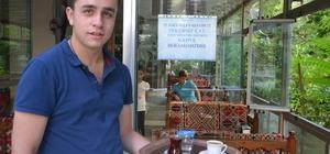 Şekersiz çay içen müşterilerine kahve ikram ediyor