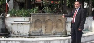 Şaphane'de 2 bin yıllık lahit mezar taşı 'göz göre göre yok oluyor'