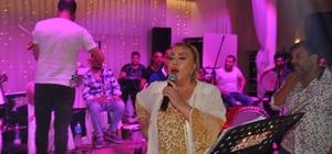Mine Koşan Biga'da düğünde sahne aldı