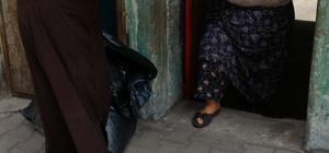 Şahinbey Belediyesi'nin sahadaki elleri önlük dağıttı