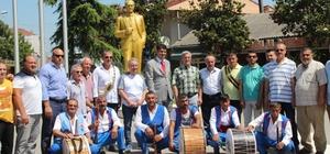 Güreşçi ve protokol üyeleri davul zurna eşliğinde Akyazı'da çarşıyı gezdi