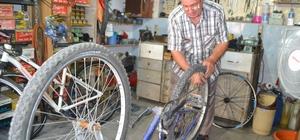 Yarım asrı aşkın bisiklet tamir ediyor