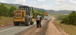 Büyükşehir Hazro'nun mahalle yollarını asfaltlıyor